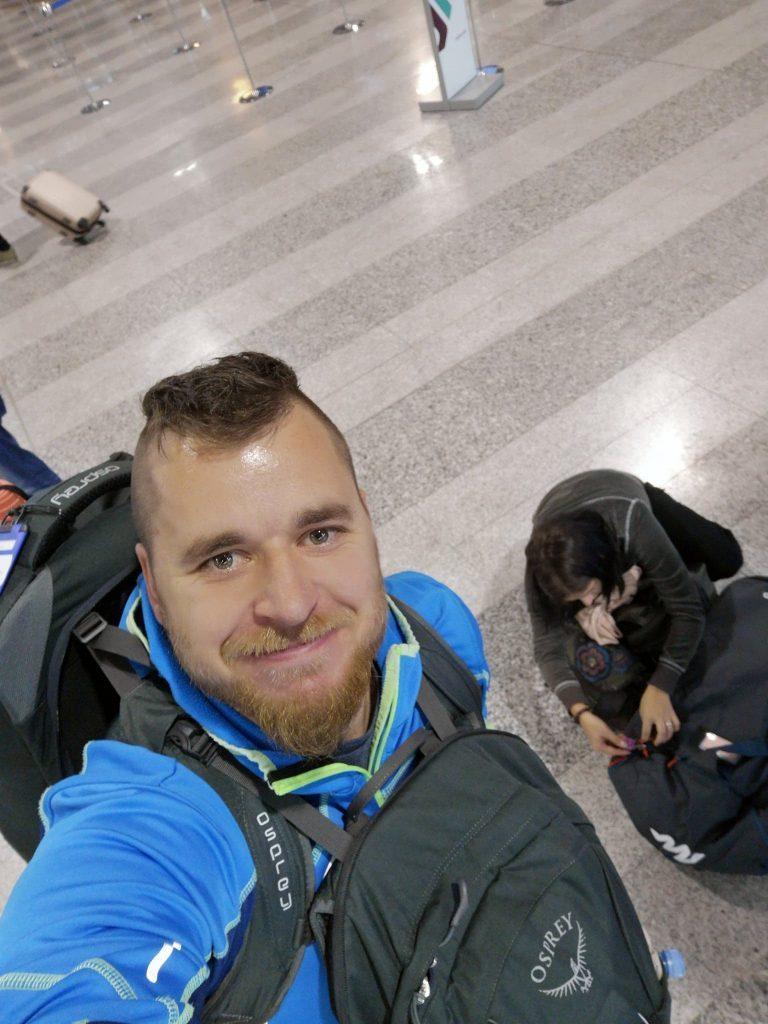 Nasmešek po tistem, ko sva dobila zadnjo vizo na voljo. :)