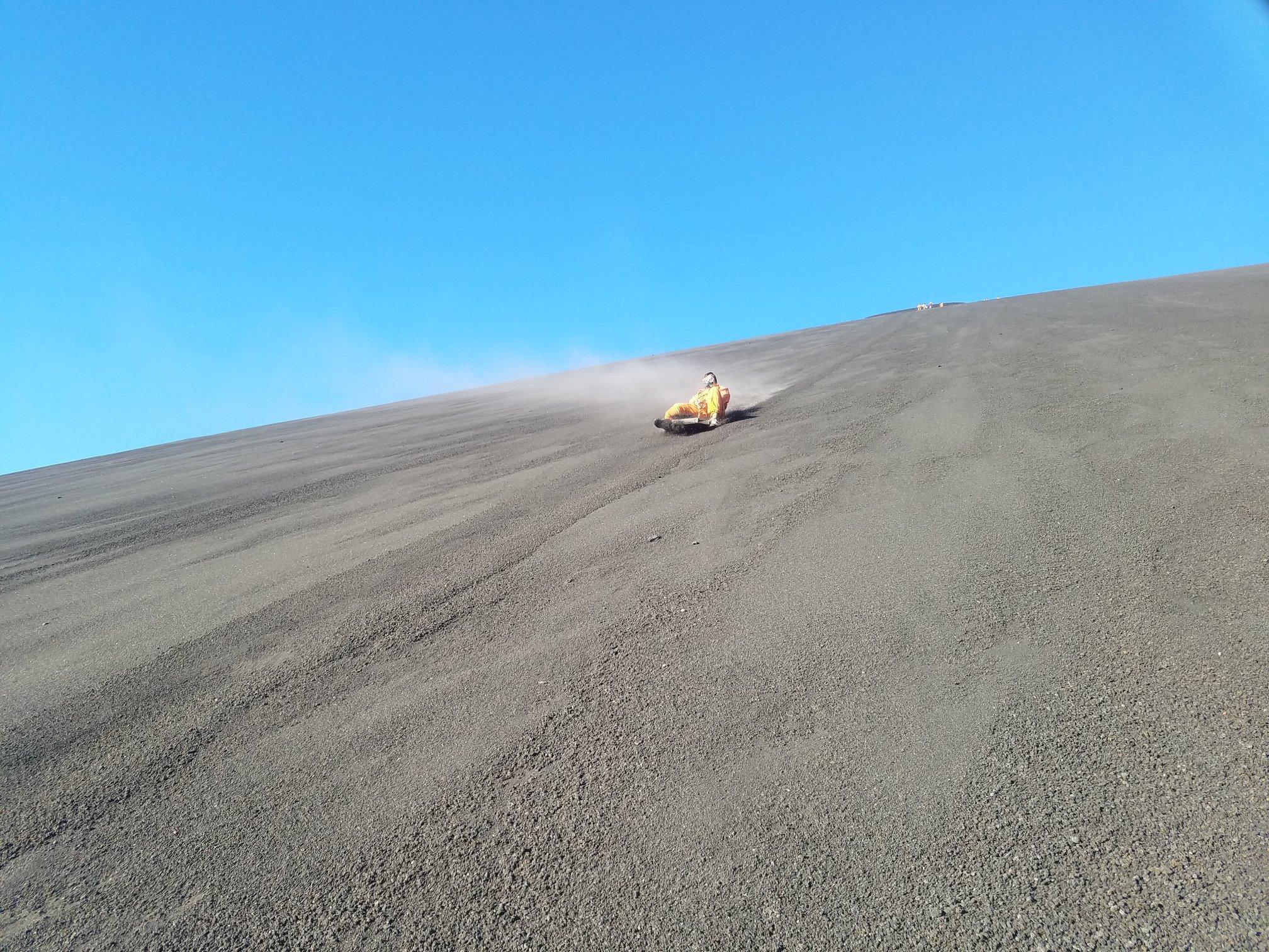 Navzdol po vulkanu? Itak, če imava pa zavarovanje za tujino :)