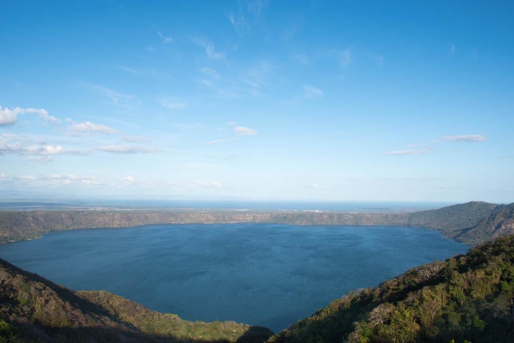 Pogled na laguno Apoyo (s Fernandom po Nikaragvi)