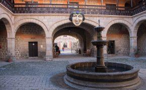Stroški potovanja za Bolivijo - naslovna slika. Muzej kovancev, Potosi