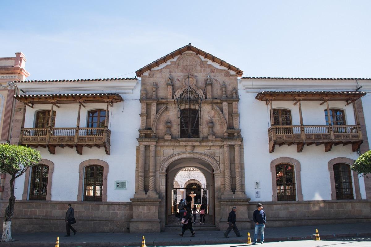 10 stvari, ki jih lahko počneš v Sucreju - pročelje Case de la Libertad