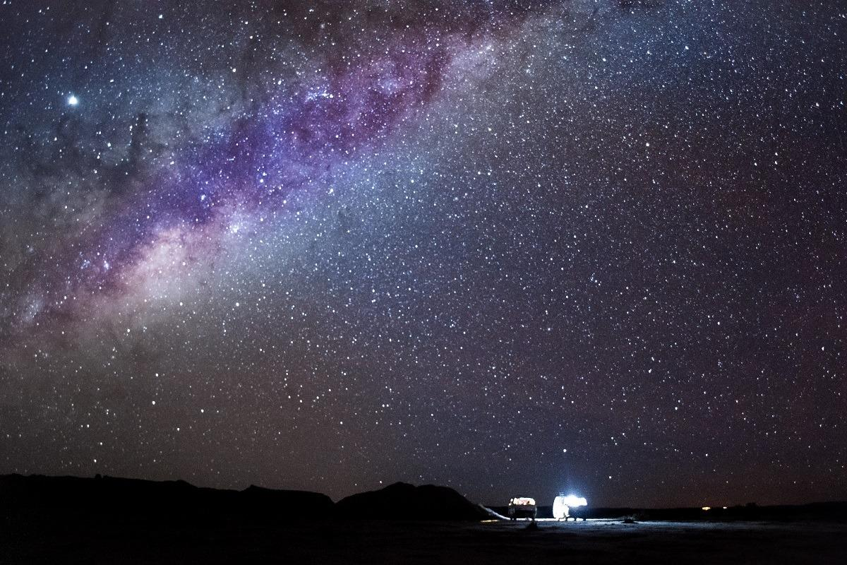 Potepuški nasveti za Bolivijo - zvezdno nebo in mlečna cesta nad kombijem