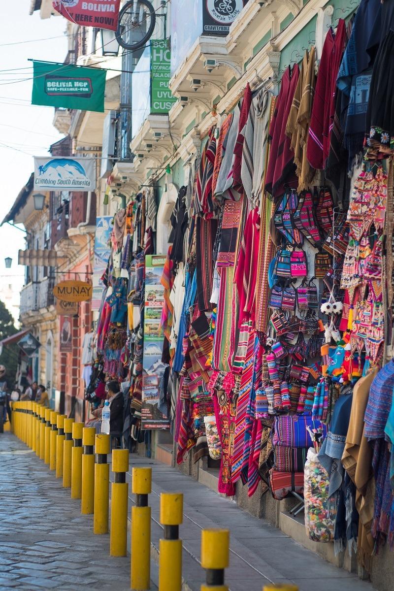 Barvite ulice La Paza - spominki vsepovsod