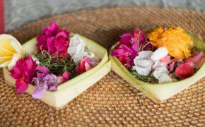 Bali diši - daritev iz rožic na Baliju