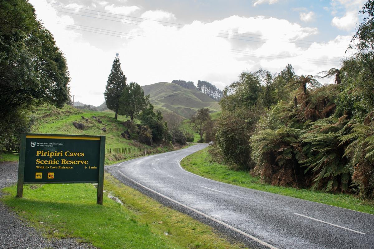 Zavita cesta v zeleni pokrajini (Potepuški nasveti za Novo Zelandijo - z avtom je najboljše)