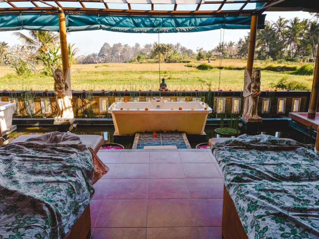 Odprti spa z razgledom na riževa polja v okolici Ubuda (ena izmed stvari, ki jih lahko počneš v Ubudu)