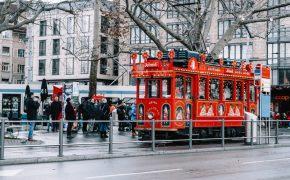 Rdeči božični tramvaj (Božični sejem v Zürichu)