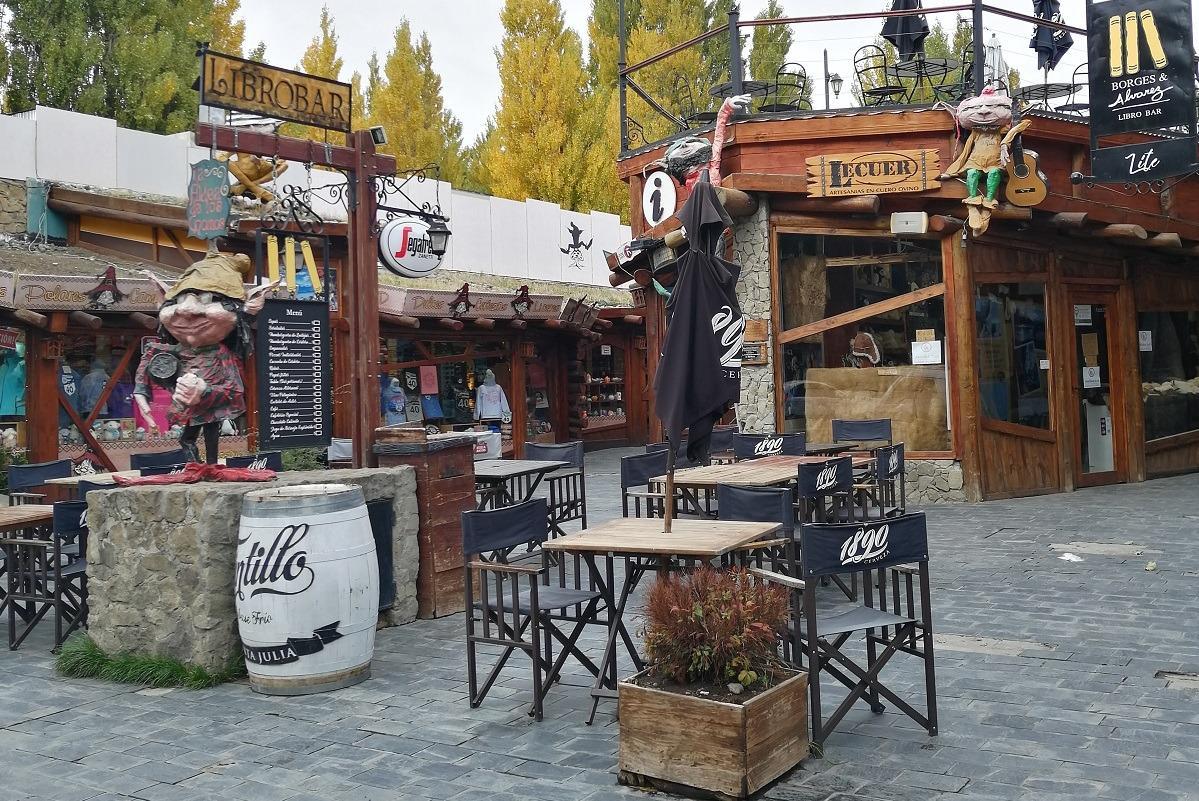 Bar with dwarfs on the yard in El Calafate