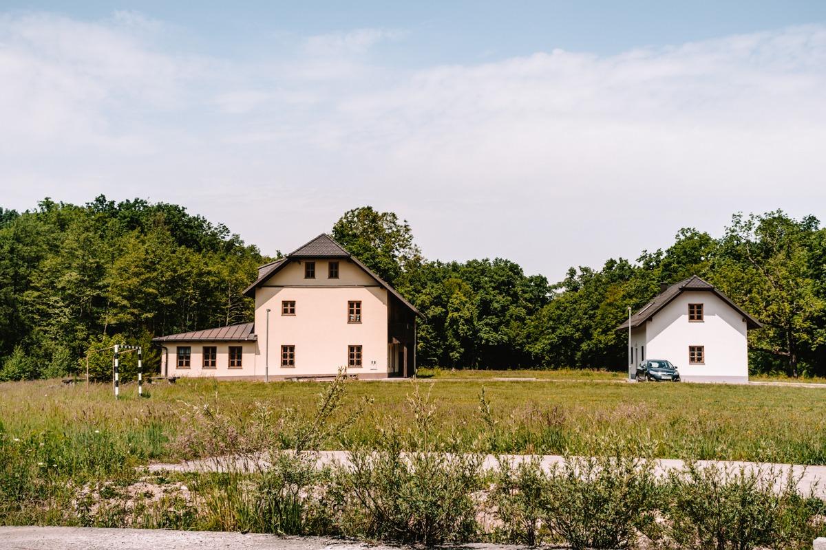 Leničev dom pri Krokarjevem pragozdu